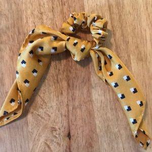 NWOT H&M scrunchie hair tie